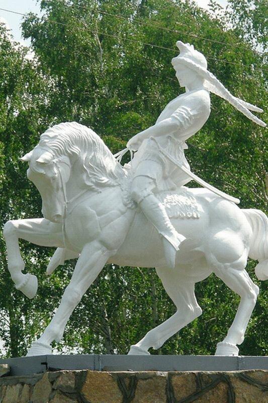Памятник Салавату Юлаеву в Стрелковом центре ″Увильды″ (20.09.2013)