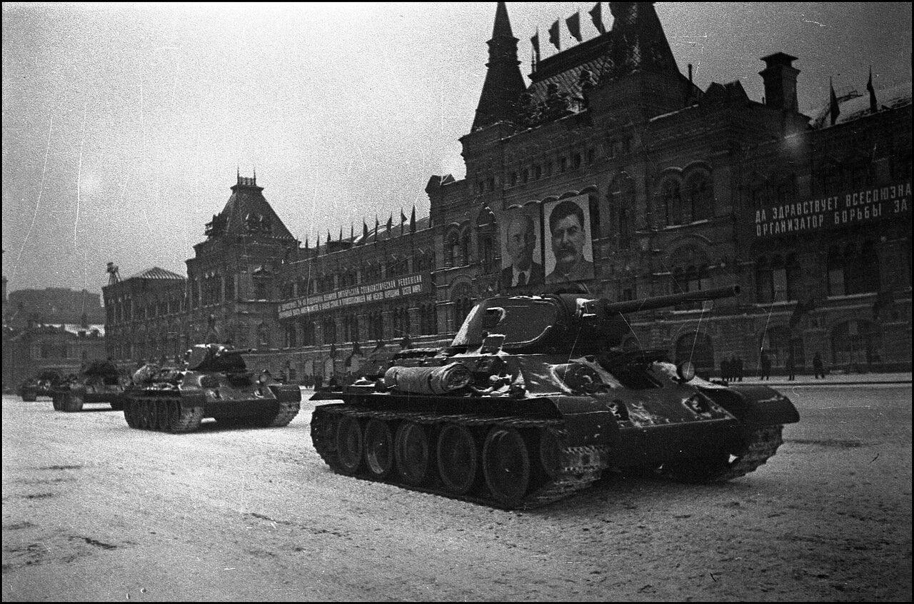 Парад на Красной площади 7 ноября 1941 года. Танки Т-34
