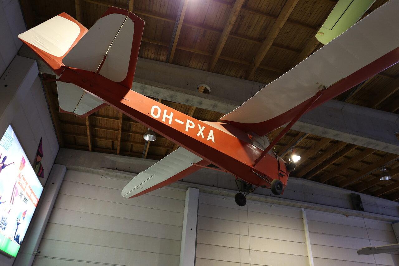 Helsinki-Vantaa Air Museum. Motor glider PIC 10 Moottoribay mptor