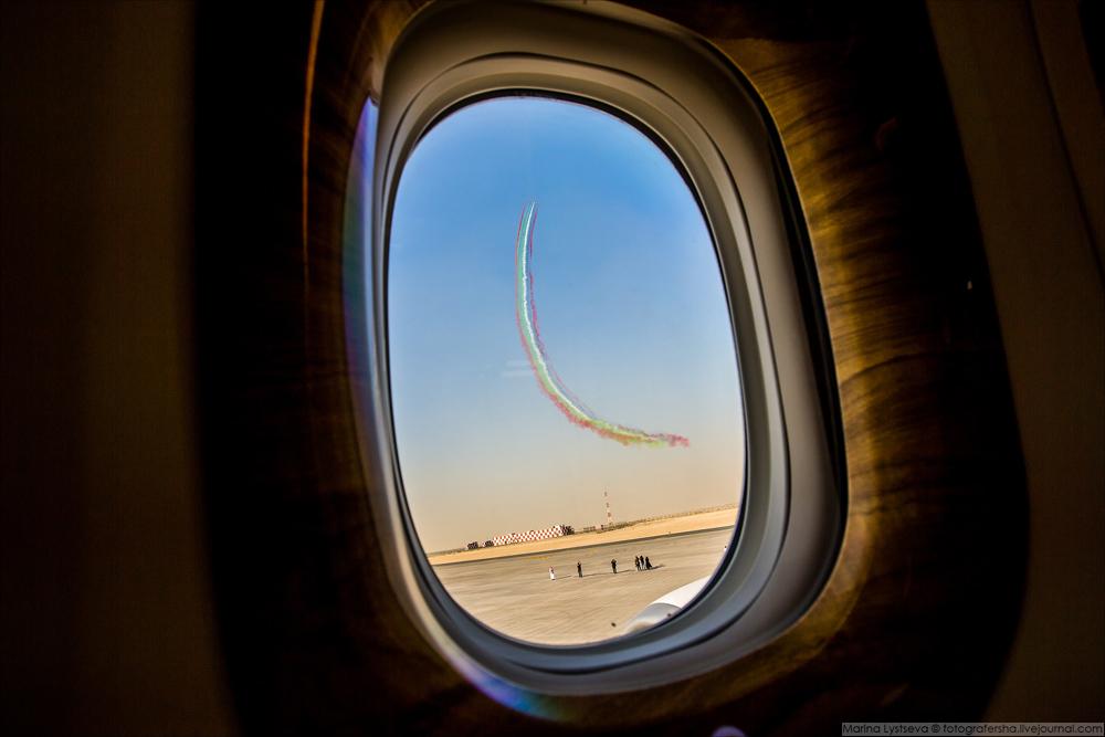 За окном в это время Al Fursan круги нарезают.