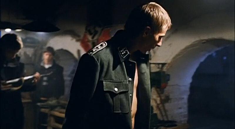 """Кадр из фильма Брат 2. Эпизод с """"фашистом"""". Снято в подвале дома Ярошенко на Хитровке"""