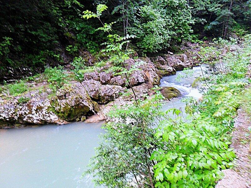 У реки, окрестности Мезмая