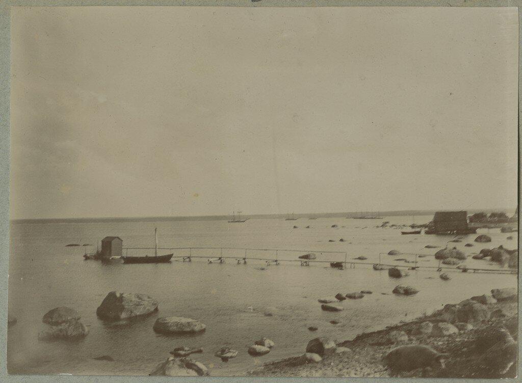1900. Купальня на берегу