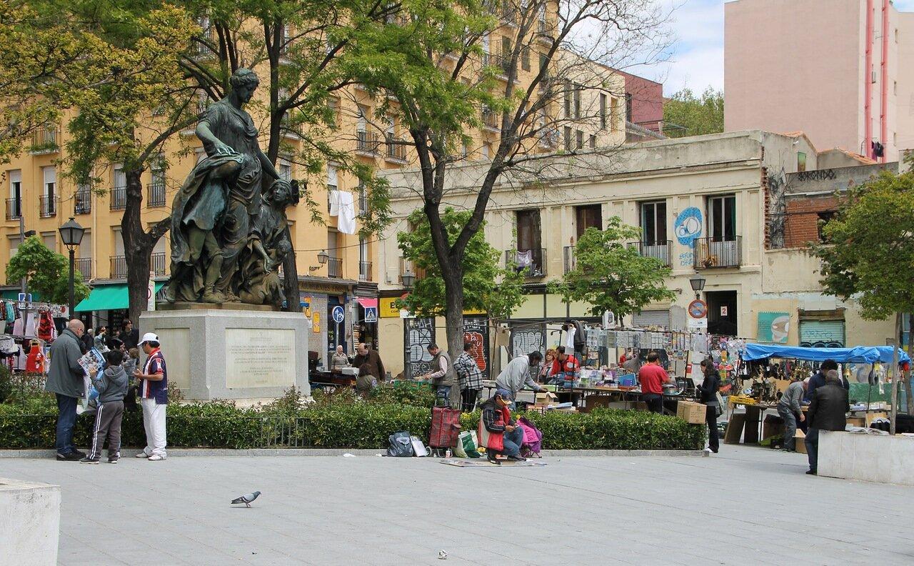 Мадрид. Площадь Кампильо-дель-Мундо-Нуэво (Plaza del Campillo del Mundo Nuevo)