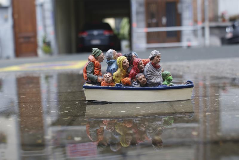 Уличные инсталляции от Isaac Cordal. О месте человека в мире