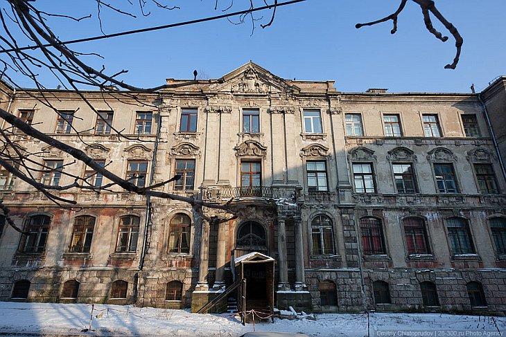 Жилой дом на Ремонтной улице. Одна часть немецкая, другая — советская: