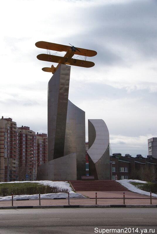 Памятник лётчикам Мытищинского аэроклуба