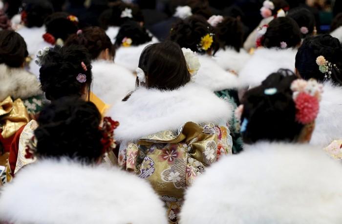 В Японии девушки и парни отметили День совершеннолетия