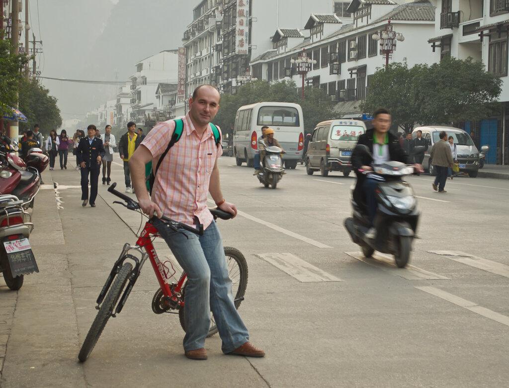 Фото. Отдых в Китае. С велосипедной прогулки в Яншо (Yangshuo) вернулись под вечер