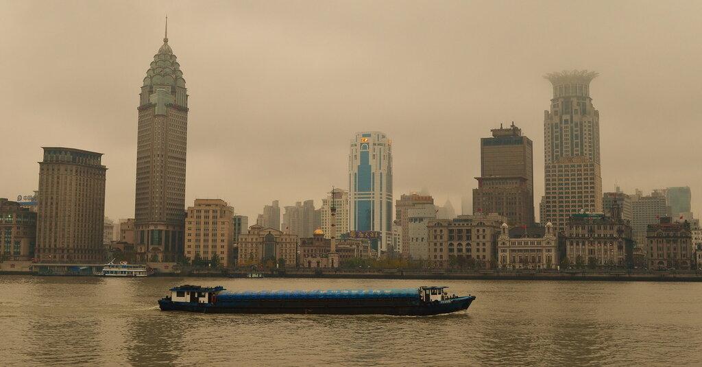 Фото 13. Вид на набережную the Bund. Если посмотрите отзыв о второй поездке по Китаю самостоятельно в 2014 году, увидите фотоотчет о прогулке по ней