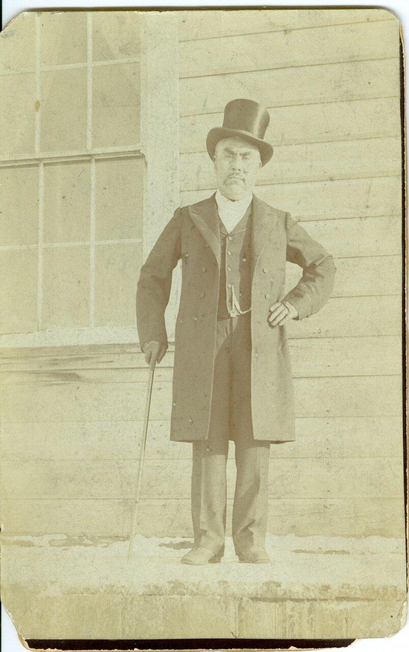 1880. Тлингит в европейской одежде
