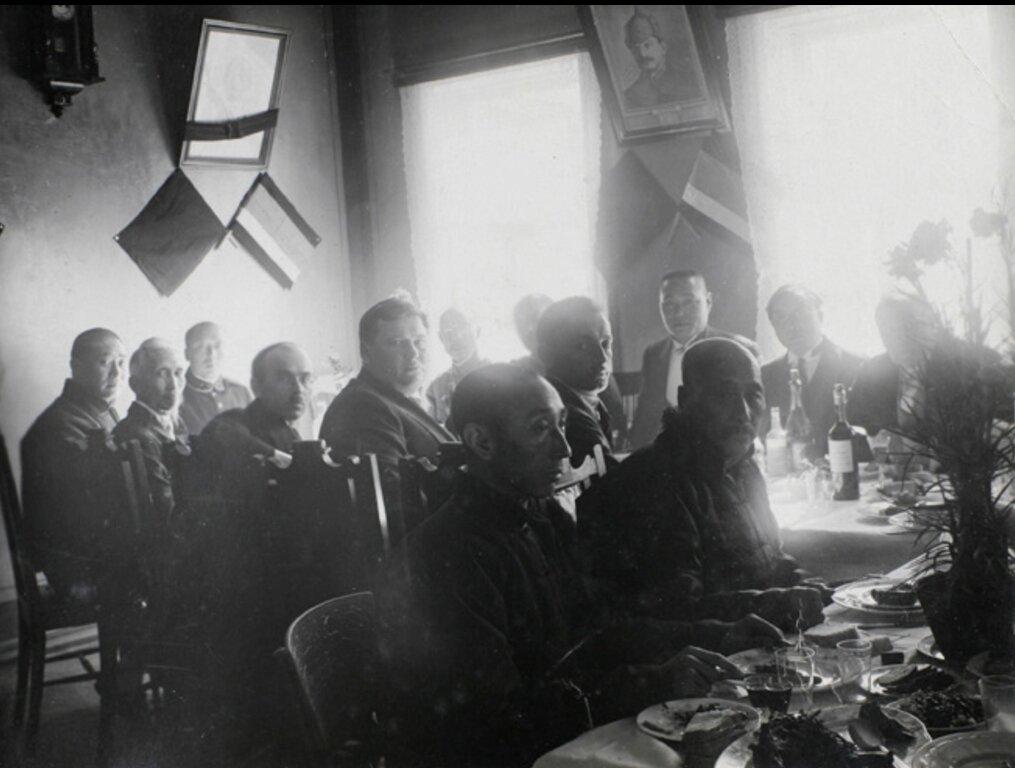 Праздничный обед в советском консульстве, Хэйхэ , 1924