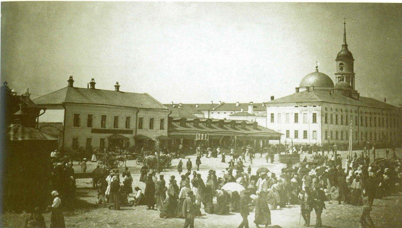 Торговая площадь напротив южного фасада Гостиных рядов
