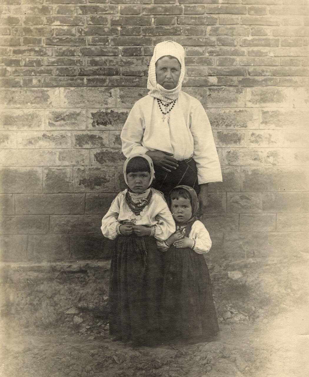 Бессарабская крестьянка с детьми