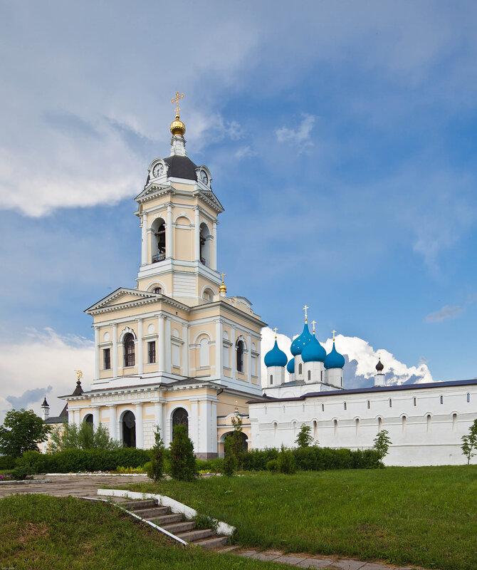 Надвратная Церковь Трех Святителей - Высоцкий монастырь