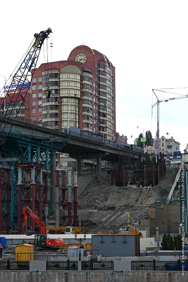 Не пойму. Рядом со старым мостом какие-то работы ведут. Параллельно новый мост возводят