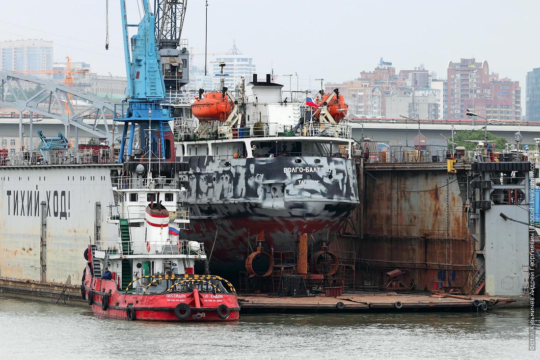 Сухогруз «река-море» «Волго-Балт 240» в плавучем доке СРЗ «Моряк»