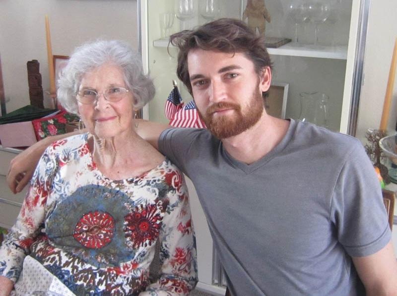 Гном с бабушкой..jpg