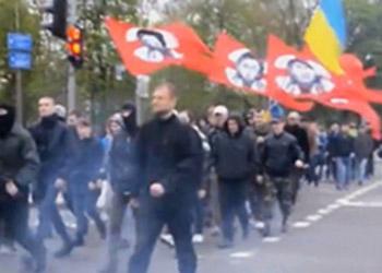 """Боевики """"Правого сектора"""" прошли маршем по центру Киева"""