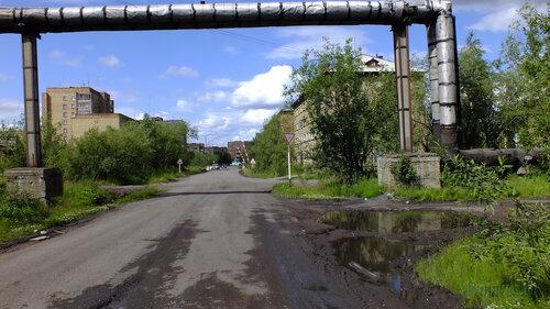Фотография Инты №5098  Перекрёсток улиц Промышленная и Дзержинского 14.07.2013_13:31
