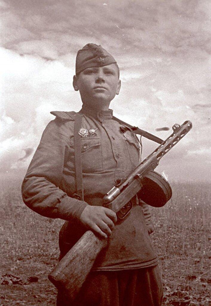Сын полка.  Апрель 1942 г. 1-й Белорусский фронт