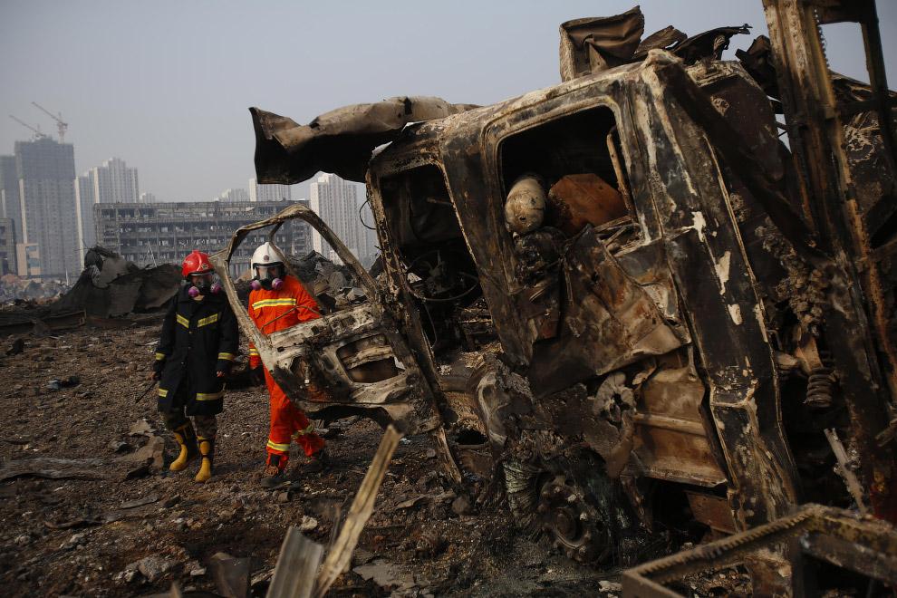 20. Пожарные, 15 августа 2015. (Фото China Daily):