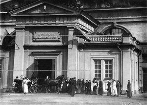 Приезд императора Николая II в полковой манеж в день полкового праздника.