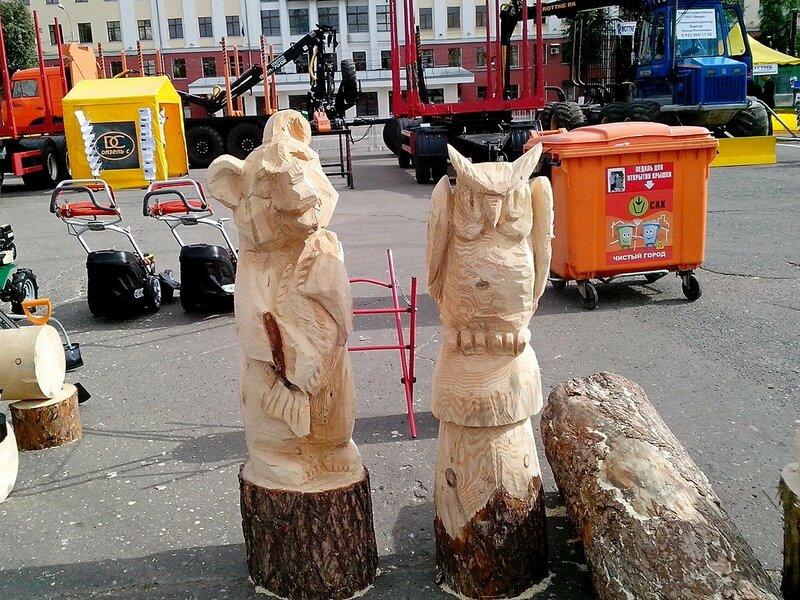 скульптуры медведя с рыбой и совы
