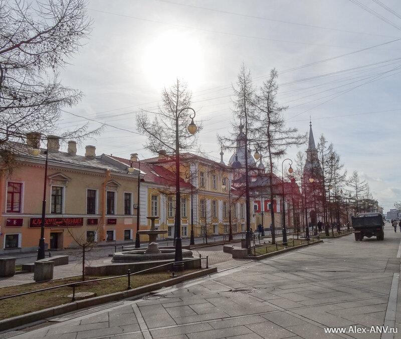 На углу шестой линии и Большого проспекта расположен Андреевский собор.