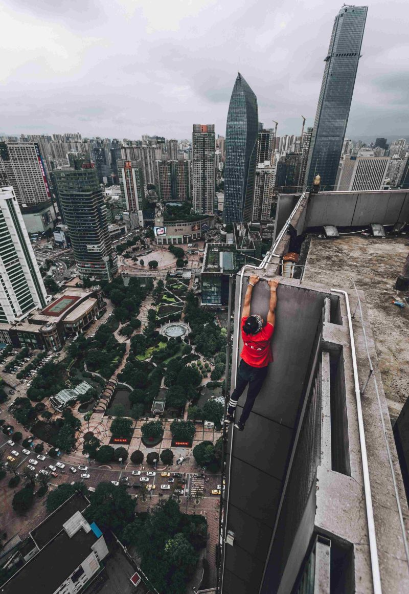 Китайский руфер сорвался с небоскреба