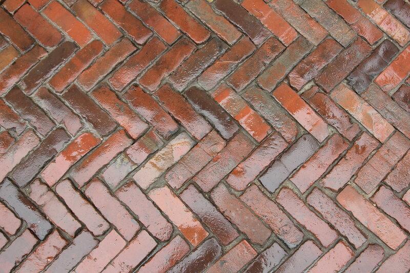 Образец клинкерного кирпичного мощения на Пушечной улице