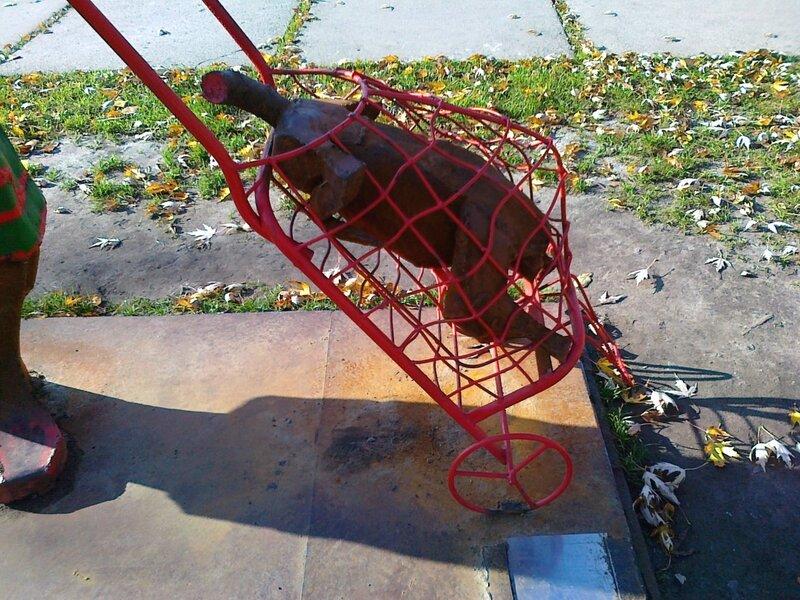 Арт-объект на Русановской набережной