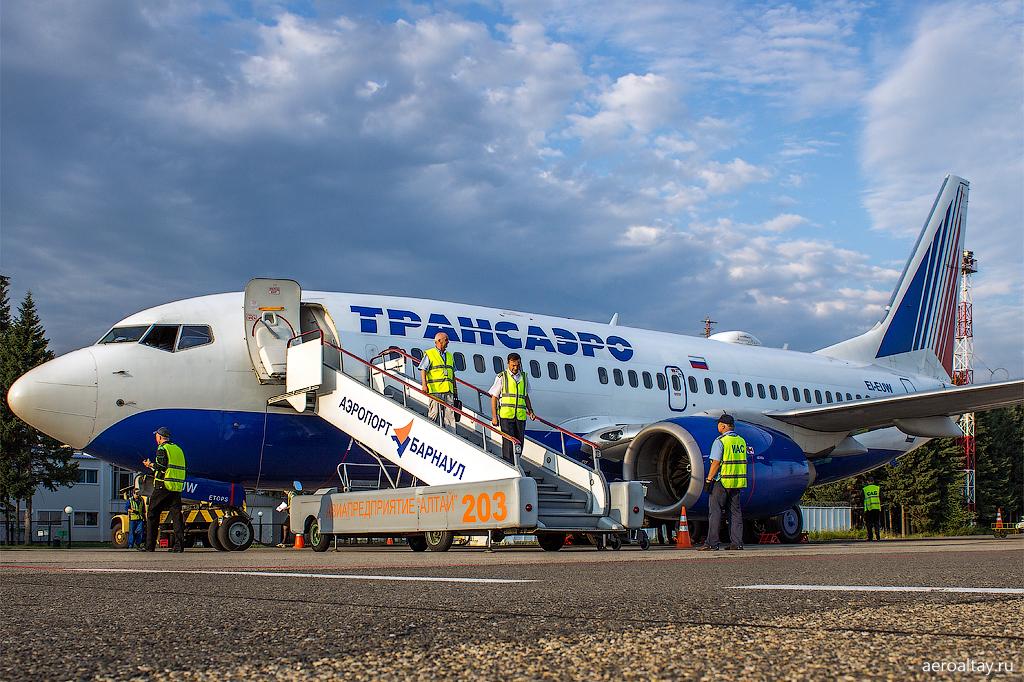 Боинг 737 Трансаэро в аэропорту Барнаула