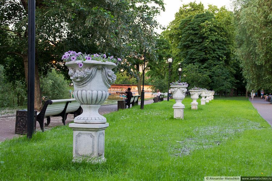 Цветочные тумбы в Екатерининском парке