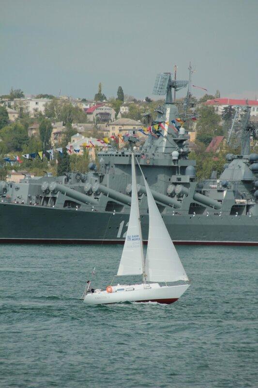 Парадная линейка кораблей Черноморского флота ВМФ России