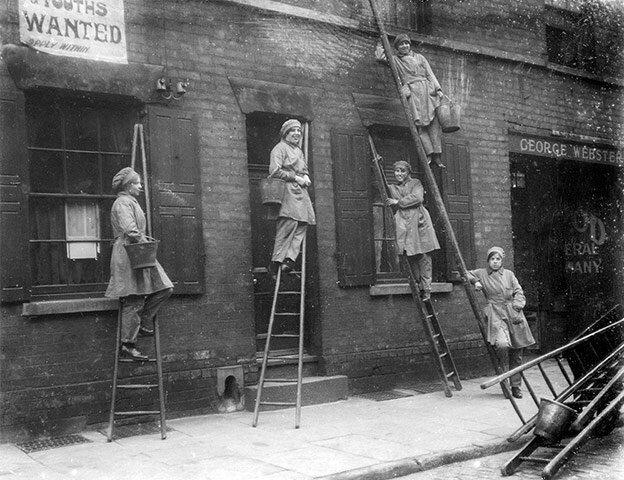 Window cleaners in Nottingham in 1917