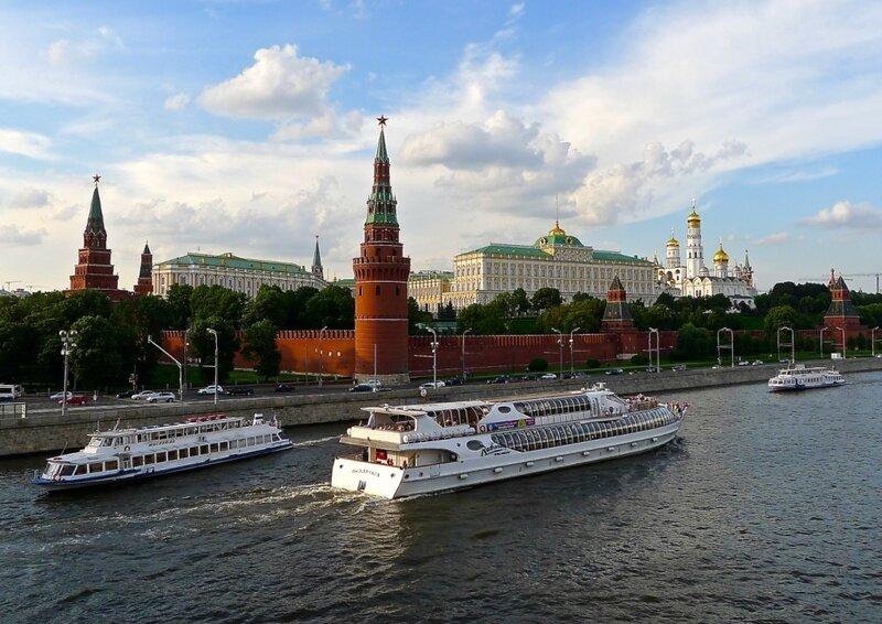 На Москве реке (или теплоход белый беленький...)