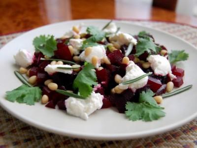 Салат с сыром и свеклой