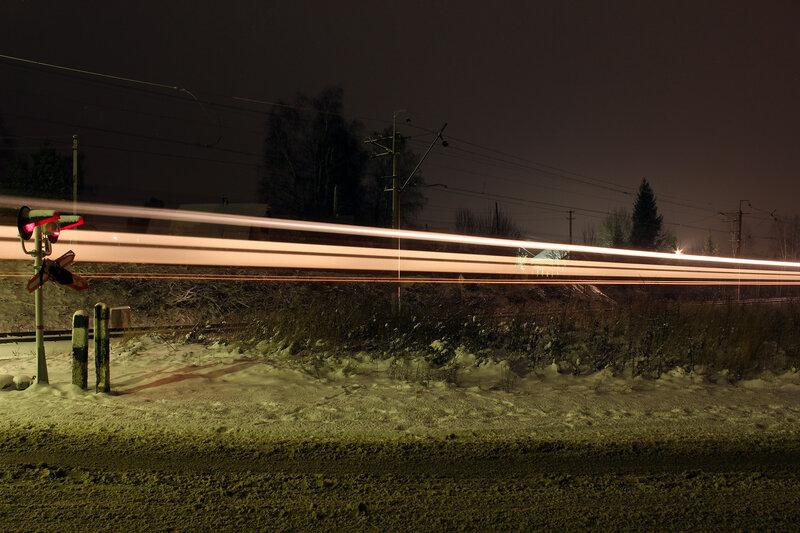 ЭР2Р проходит переезд в Лукино по первому пути