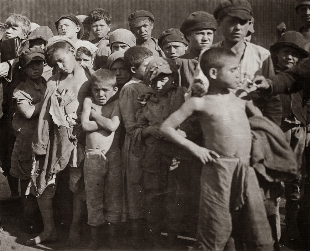 1922. Группа детей-беспризорников. Москва