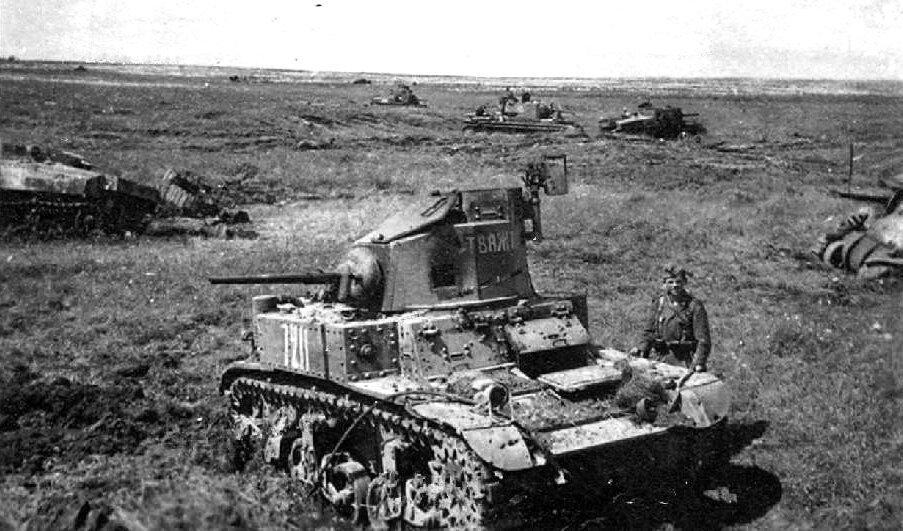 Уничтоженные советские танки М3л, М3с и КВ-1 из состава 23тк. 1942г.