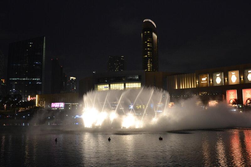 Поющий фонтан в г. Дубай...