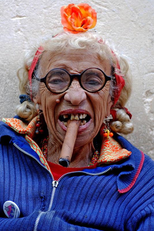 Своими, картинки с бабулями прикольные