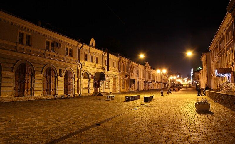 Старинные торговые ряды на ул. Спасской в ночном освещении IMG_7707
