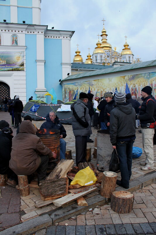 Обогрев перед Михайловским монастырем