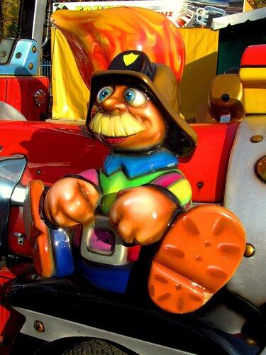 Бравый пожарник
