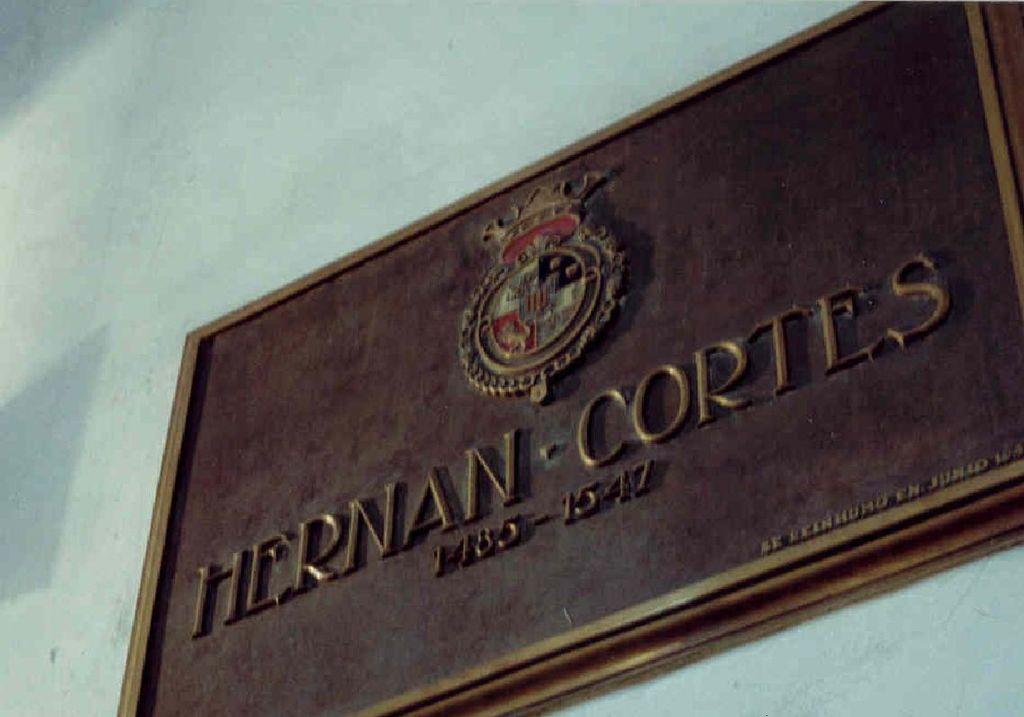 Надгробие Кортеса в алтаре .jpg