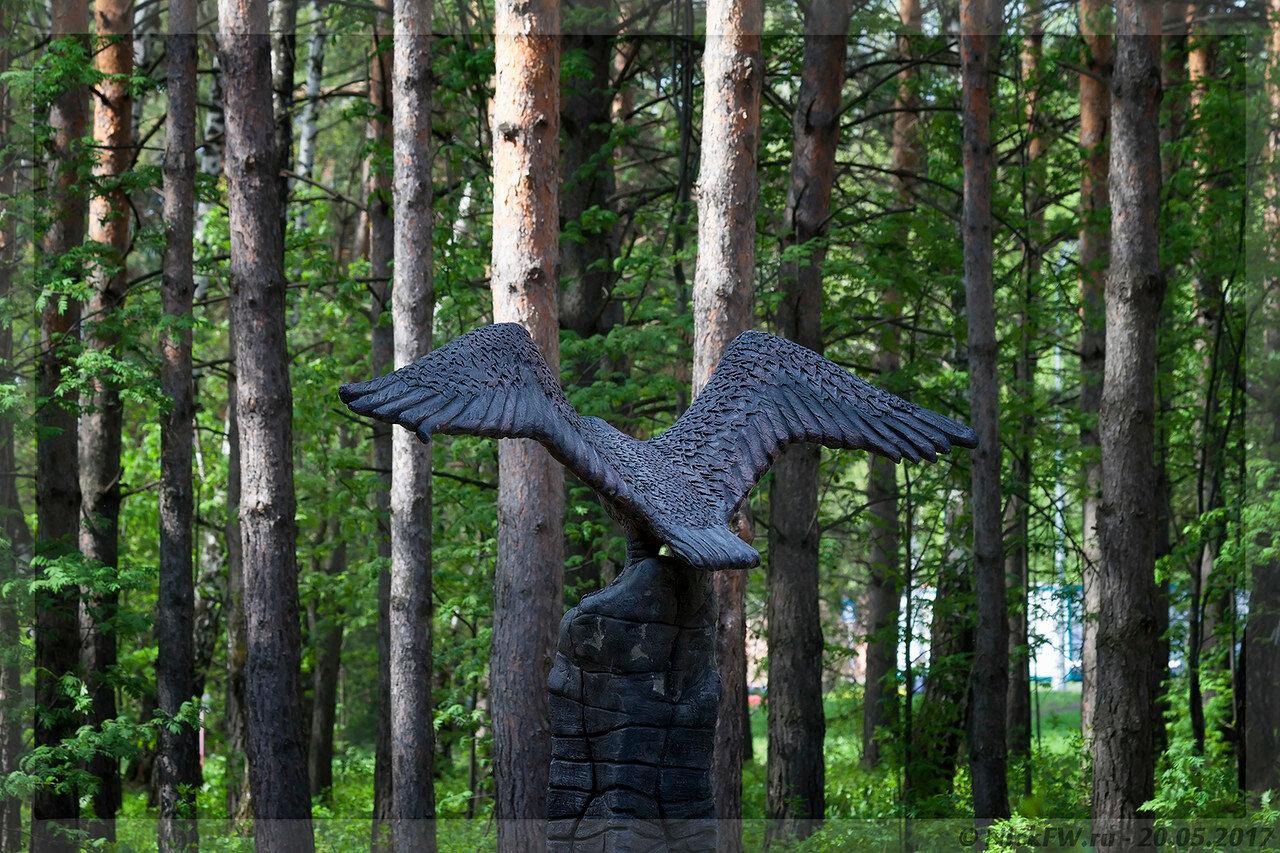 Скульптура Орла близ Кардиоцентра вид сзади (© NickFW - 20.05.2017)