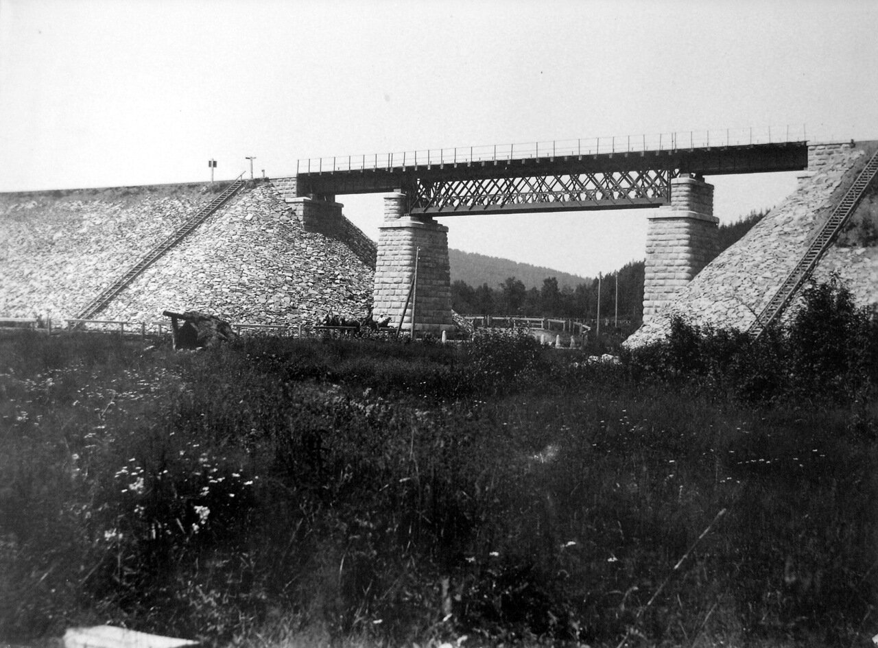 Железнодорожный мост на перегоне Хребет-Сыростан. 1894 г.
