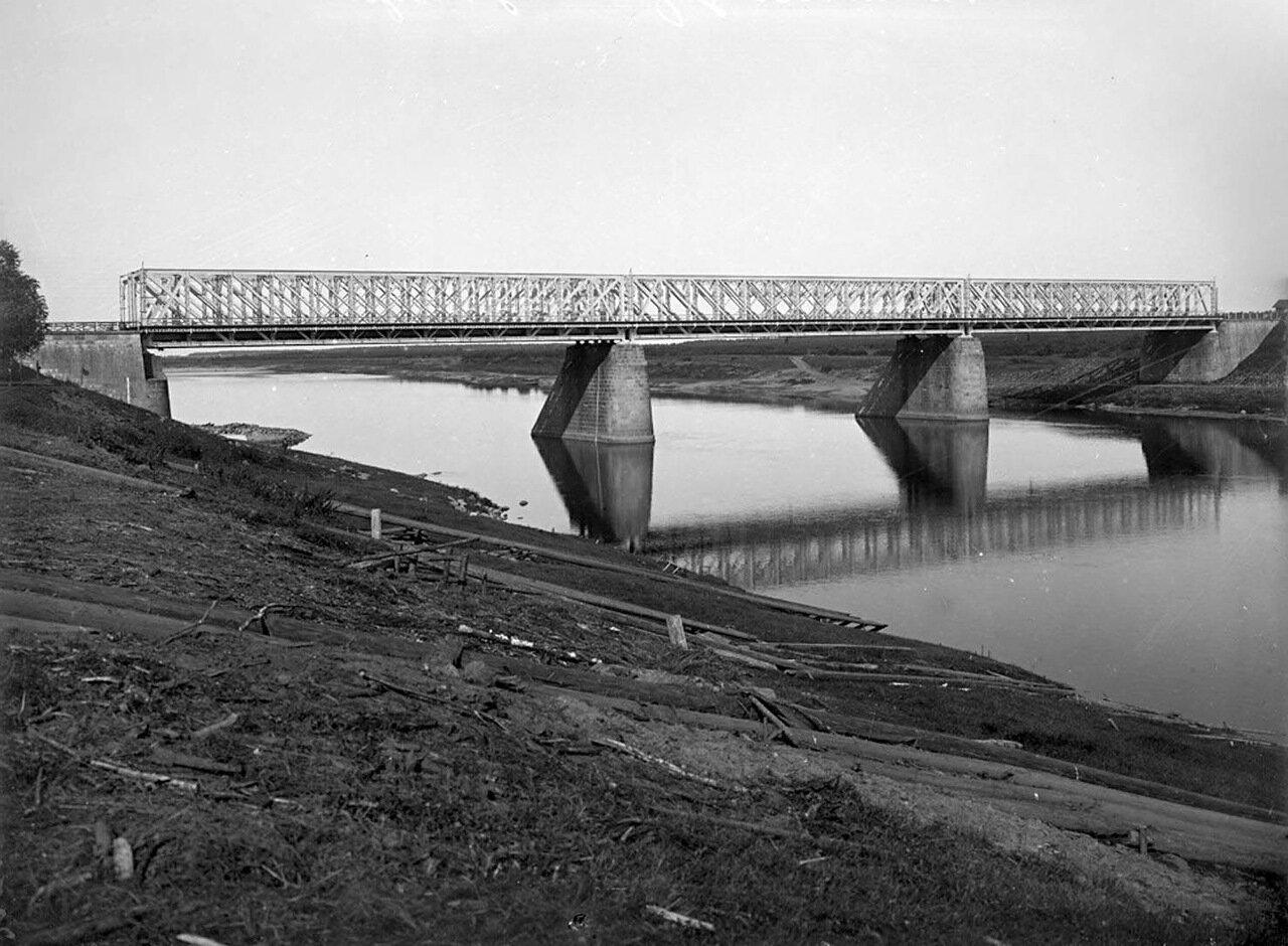 Общий вид железнодорожного моста через реку Волгу. 1903 г.